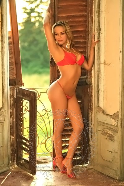 Giselle Oliveira  GENOVA 389 4477549